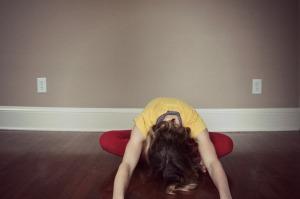 Kelly Connor Sunrose Yoga// sukhasana fold