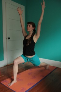 Kelly Connor Sunrose Yoga// Online Yoga Classes// high lunge