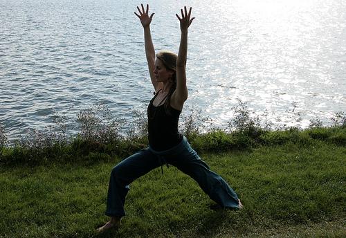 Kelly Connor Sunrose Yoga// virabhadrasana i
