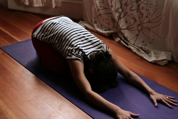 Kelly Connor Sunrose Yoga// bhaktasana// devotional// hatha yoga