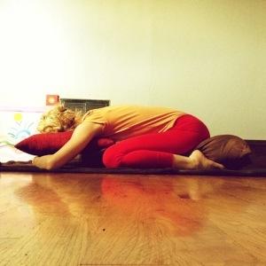 Kelly Sunrose Yoga// Sunrose Yoga Podcast// Online Yoga Classes// Balasana