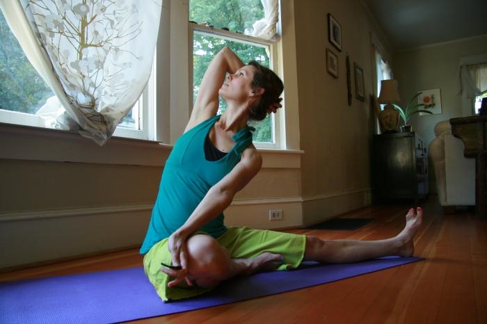 Kelly Sunrose Yoga// Samadhi Rush// Online Yoga Class// Lateral stretch