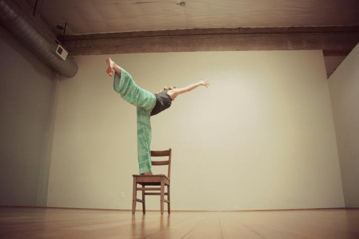 Kelly Connor Sunrose Yoga// Online Yoga Classes// virabhadrasana iii