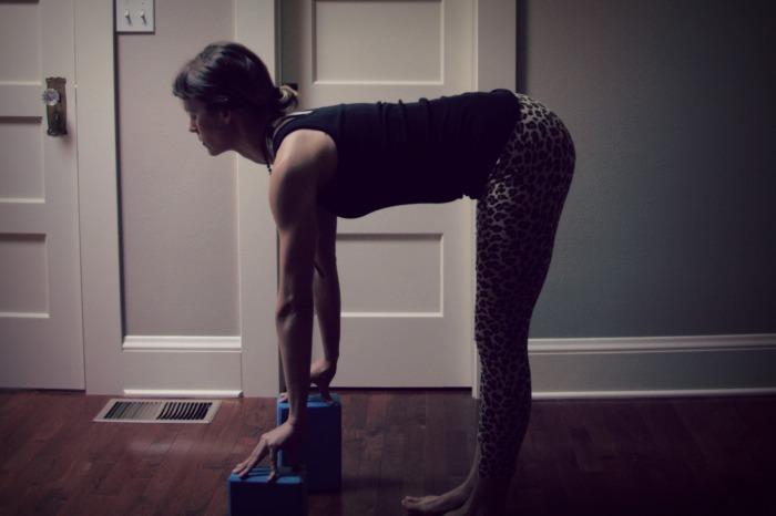 Kelly Connor Sunrose Yoga// Online Yoga Classes// ardha uttanasana