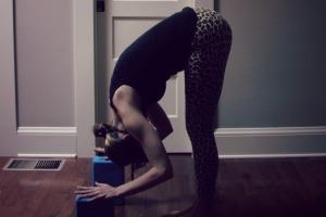 Kelly Connor Sunrose Yoga// Online Yoga Classes// uttanasana