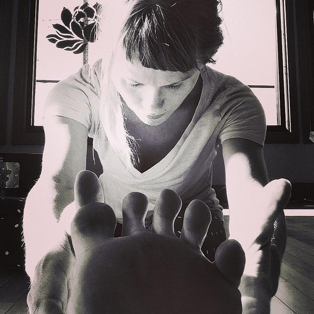 Janu sirsasana// Kelly Connor Sunrose Yoga