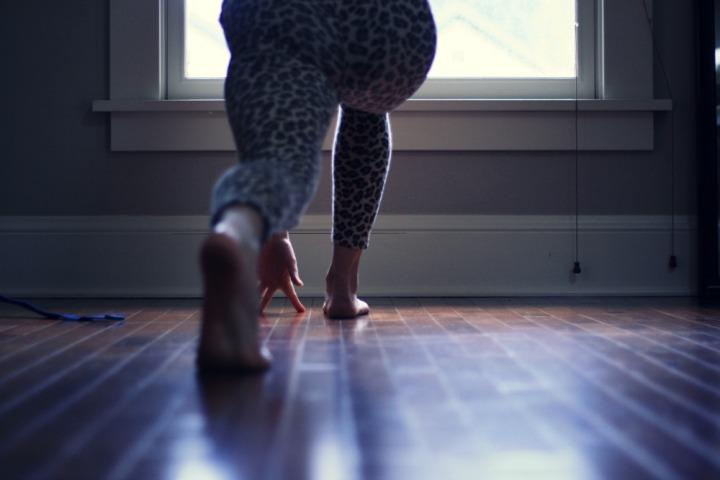 Kelly Connor Sunrose Yoga// twisting lunge