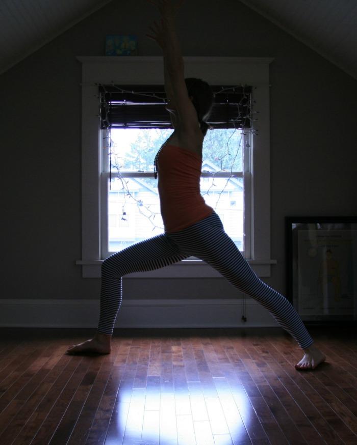 Sunrose Yoga Podcast// Free Online Yoga with Kelly Connor Sunrose// virabhadrasana1
