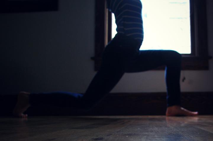 Kelly Sunrose Yoga// Samadhi Rush// Online Yoga Class// Lunge