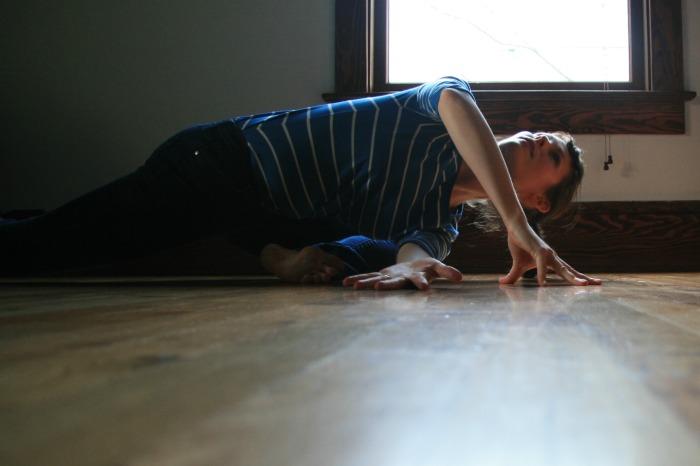 Kelly Sunrose Yoga// Samadhi Rush// Online Yoga Class// twisted pigeon